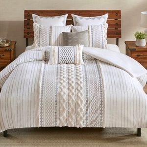BRAND NEW Full/Queen Comforter Set